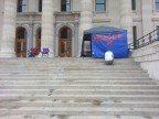 Colorado veteran erects command post on Kansas Capitol steps in fight for children